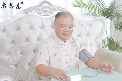 康恩惠腕式电子血压计
