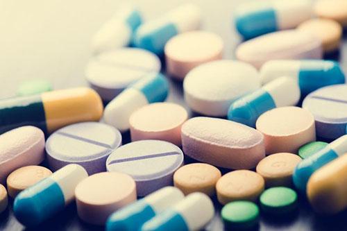 高血压要按时按量吃药以防出现并发症