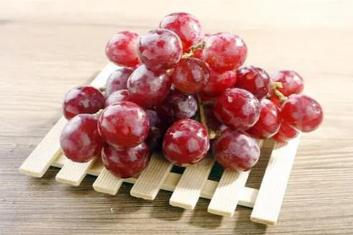 高血压不宜吃6种水果-红提