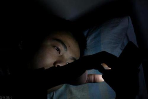 经常熬夜容易引起高血压