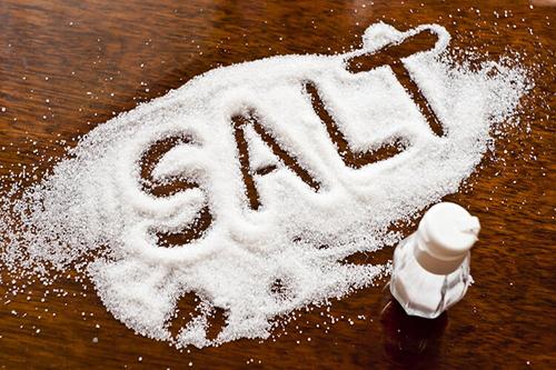 少吃盐有助于控制血压