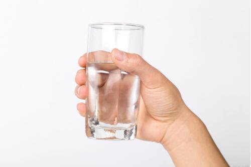 高血压人群喝水注意事项
